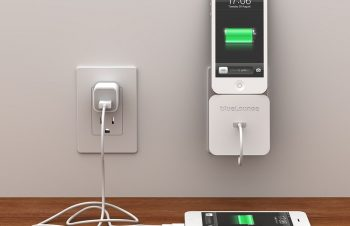 充電時もおしゃれに!iPhoneを壁に立てかけられる充電スタンド「Rolio」