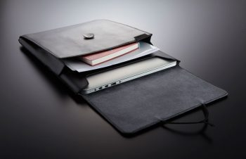 MacBook Pro RetinaディスプレイとハードケースとBook Sleeveの素敵なコラボレーション