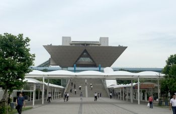 逆さピラミッドと増え続ける訪日外国人