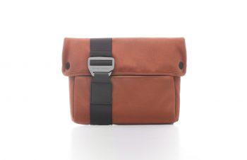 Bluelounge バッグシリーズ iPad Sleeve – ブラウン