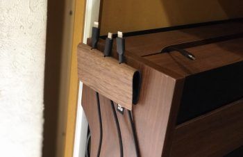 【レビュー】NuAns FOLDKEEPER オシャレなマルチケーブルホルダーで充電ケーブル周りをスッキリ整理!