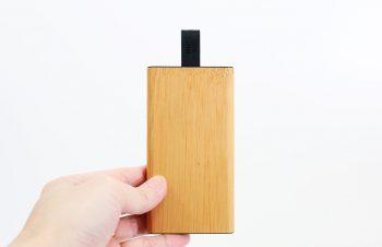 【レビュー】『NuAns TAGPLATE Lightning』シンプルで洒落たケーブル一体型のモバイルバッテリー