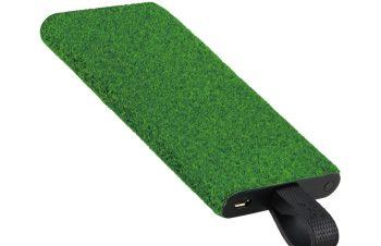 芝生の質感をまとったモバイルバッテリー「NuAns × Shibaful TAGPLATE Lightning/USB Type-C」
