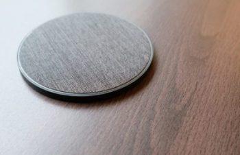 トリニティ、Blueloungeのワイヤレス充電器「Owen」を明日発売へ − 表面にファブリック素材を採用