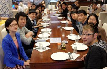 3泊4日の香港旅行と社員研修による臨時休業の辻褄が合わない件について
