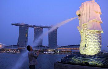 シンガポールにThe Fingerist現わる