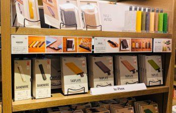10/24プレオープン11/1グランドオープン の「渋谷スクランブルスクエア」11Fトラベル雑貨コーナー にて!NuAnsシリーズが展開されます。TAGPLATEとBANDWIREというもう、間違いのない名品たちの触れるサンプルも並ぶそうですよ。寒い日は電池切れも早いしこれからの季節にオススメです。