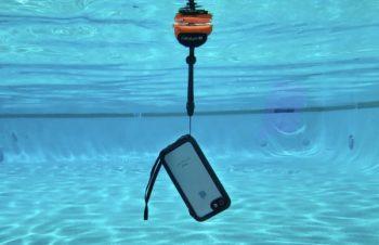 海へ山へのお出かけ時に!iPhone用防水ケース「Catalyst」