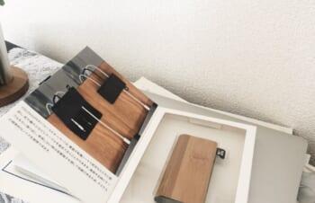 ごちゃごちゃしがちなデスク周りをスッキリできるケーブルフォルダー🌿使わない時は金属端子を隠しておけるのも◎木のデスクにこんなに馴染むの、かわいい#ニュアンスアンバサダー #NuAns https://t.co/Nu8v9J3rbD
