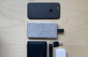 NuAns(@NuAns_jp )様のTAGPLATEです。ミニマルなフォルムがとても綺麗。モバイルバッテリーと充電ケーブルが一体化しており、iPhoneと重ねて使用することが出来ます。USBとLightningケーブル… https://t.co/ZGv2S8TEDd