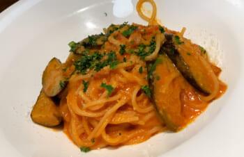 絶妙なナスとチーズのパスタを「トラットリア トリニータ」でおいしく食べました!
