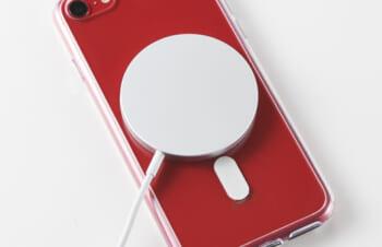 価格.com – トリニティ、iPhone SE(第2世代)をMagSafe対応可能にするクリアケースなど