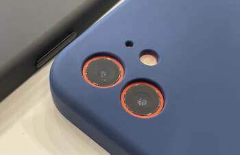 iPhoneのカメラを守る 精密設計シリコンケース