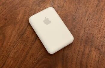 Apple純正MagSafeバッテリーは求めるものを提供していない。本当に欲しいのは、こういう製品ではないか。