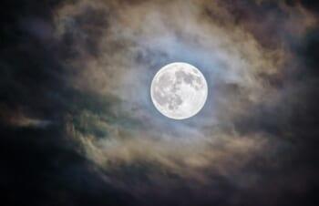 iPhoneで中秋の名月を綺麗に撮影してみたい!